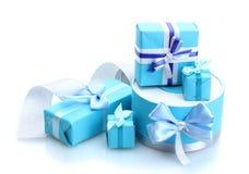 Blåa gåvor med bows Arkivbild