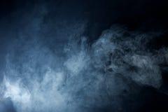 Blåa Grey Smoke på svart bakgrund Royaltyfri Foto