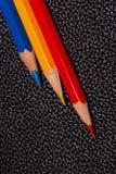 Blåa, gula och röda blyertspennor Royaltyfri Fotografi