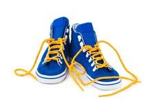 blåa gymnastikskor Royaltyfri Bild