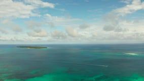 Blåa hav och moln i philippinesna stock video