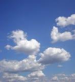 blåa himmlar Arkivbild