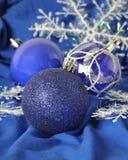 Blåa julbollar Arkivbilder