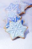 blåa julstjärnor för kexar Royaltyfria Foton