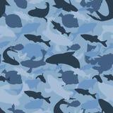Blåa kamouflagekonturer av fiskar, sömlös textur för skydd royaltyfri illustrationer