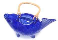 Blåa Koi Fish Tea Pot Arkivfoton