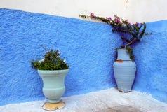 Blåa kulöra väggar, Rabat medina, Morocoo royaltyfri bild