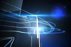 Blåa ljusa strålar över skyskrapor Royaltyfri Bild