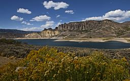 Blåa Mesa Reservoir royaltyfri fotografi