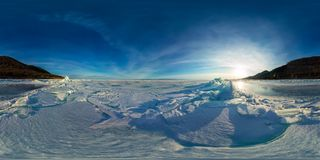 Blåa mindre kulle av is Baikal på solnedgången på Olkhon Sfärisk vr 360 180 grader panorama Arkivbilder