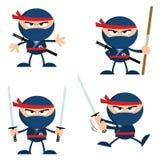 Blåa Ninja Warrior Cartoon Character med vapen sänker design royaltyfri illustrationer
