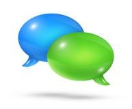 Blåa och gröna anförandebubblor Arkivfoton