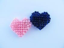 Blåa och rosa hjärtapärlor Fotografering för Bildbyråer