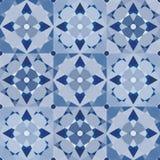 Blåa patchworktegelplattor Arkivfoto