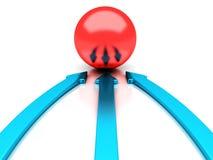 Blåa pilar som pekar till röd sphereframgång, centrerar Royaltyfri Foto