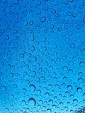 blåa raindrops Arkivbild