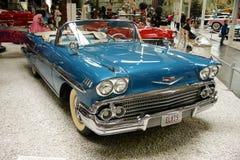 Blåa retro Cadillac arkivfoto