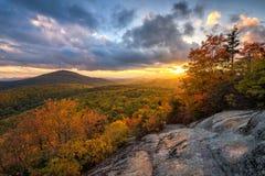Blåa Ridge Mountains, scenisk solnedgång för höst arkivfoton