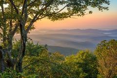 Blåa Ridge Mountains, scenisk soluppgång Royaltyfri Fotografi