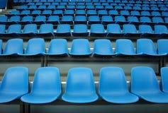 blåa sammanträden royaltyfria bilder