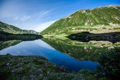 Blåa sjöar, Kamchatka Arkivbild
