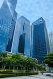 Blåa skyskrapor i i stadens centrum Singapore Arkivfoton