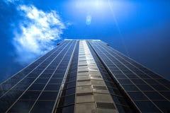 Blåa skyskrapor med många fönster Arkivfoto