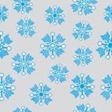 Blåa snöflingor på grå bakgrund Stock Illustrationer