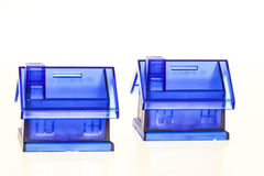 Blåa sparbössor - hus arkivbild