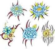 Blåa stam- blommatatueringar Arkivfoton