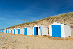 Blåa strandkojor Royaltyfri Bild
