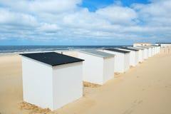 Blåa strandkojor på Texel Royaltyfria Foton