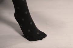 Blåa strumpor med prickar royaltyfri bild
