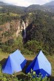 Blåa tält arkivbild