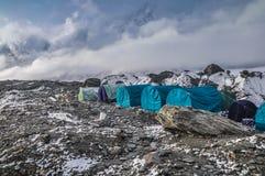 Blåa tält vaggar på Royaltyfria Foton