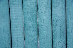 Blåa träbräden, del av det gamla staketet arkivbild