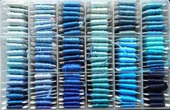 blåa trådar Arkivfoton