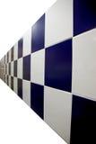 Blåa väggar är rutiga. Royaltyfri Bild