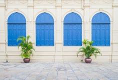 Blåa Windows i retro stil Royaltyfria Foton