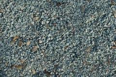 Blåaktiga grå färger krossad sten från över Arkivbilder