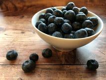 blåbär bowlar nytt royaltyfria bilder