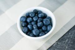 blåbär bowlar white Royaltyfria Foton