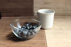 Blåbär och te fotografering för bildbyråer