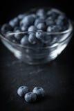 Blåbärantioxidant som är organisk i en bunke Royaltyfri Fotografi