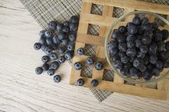 Blåbäret är källan av vitaminer Arkivbilder