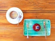 Blåbärostkaka och kaffe Arkivfoton