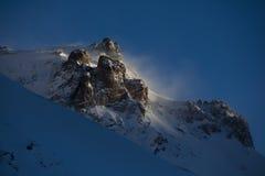 Blåsig morgon på berget Arkivbild