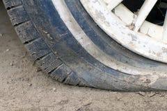 Blåst bort av hjulet av bilen Royaltyfria Foton