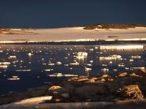 Blåst ut Newcomb för havsis fjärd Antarktis Arkivfoton