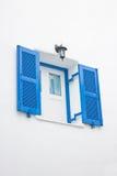 Blått öppet fönster. Royaltyfria Bilder